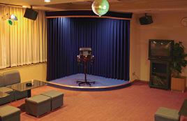 カラオケホール (1階)